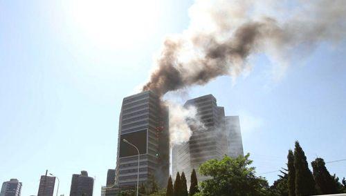 大连一高层建筑突发火灾