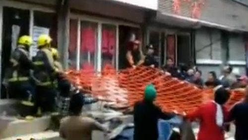 《都市一时间》:男子三楼坠下 众人拉网救命
