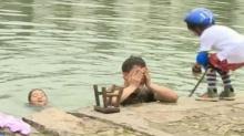 《村长日记》:李锐落水遭萌宝围攻