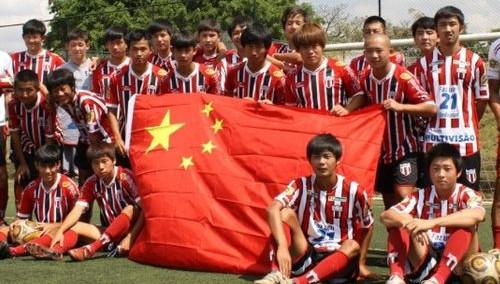 中国少年逐梦巴西 足球王国里的东方希望(二)