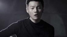 李荣浩《<B>喜剧</B><B>之王</B>》首播 拍MV受伤坐轮椅