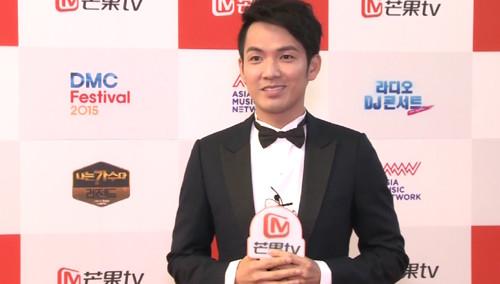 《首尔国际电视节》红毯专访:钟汉良为粉丝热情点赞