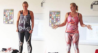 荷兰女教师脱衣讲解人体构造 为老师的机智点赞